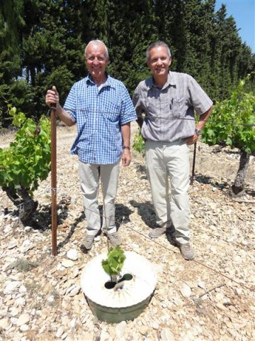 Trials in vine planting in cooperation with Coopérative de Beaumes de Venise and his director Mr Allen Ignace right