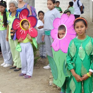 12 We went to plant on the school in Santa Helena and we were received by living flowers