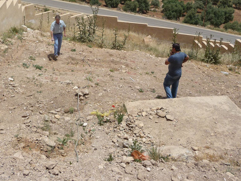 The soil is very dry in Sakeb Jordan. This area will be replanted with the help of the Waterboxx plant ccoon