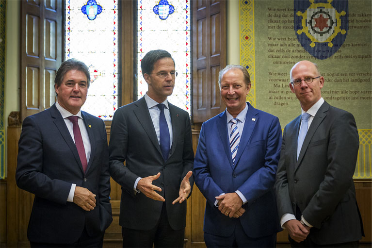 2 Prime Minister M. Rutte with 3 National Icon winners