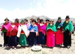 Beautiful traditional clothing of the women of Palmira Ecuador together with their Groasis Waterboxx plantcocoons®