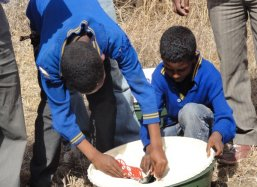 Two students of the Salem School are assembling a Groasis Waterboxx plantcocoon®