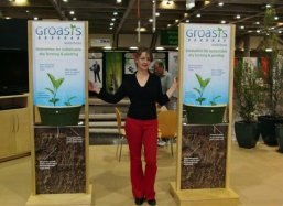 Ellie Hoff helps introducing the Groasis Waterboxx plantcocoon® in California