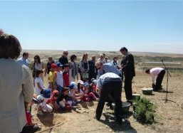 The openingceremony with children planting trees at San Mateo Zaragossa  June 2010